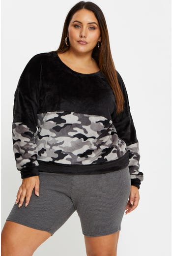 Plus Camo Print Teddy Mix Pullover Sweatshirt